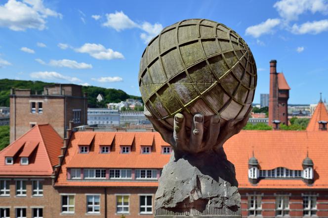 Rzeźba na dachu Politechniki