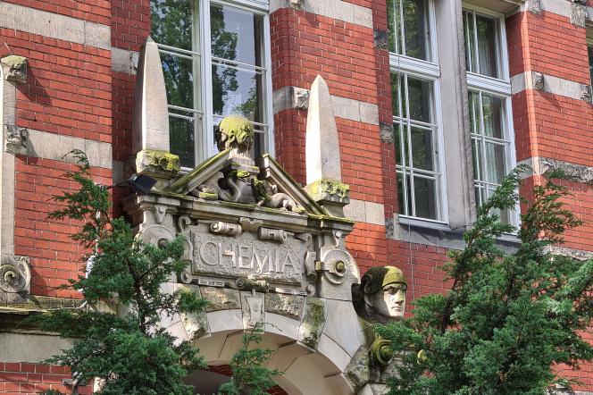 Wejście do budynku Chemia A Wydziału Chemicznego Politechniki Gdańskiej