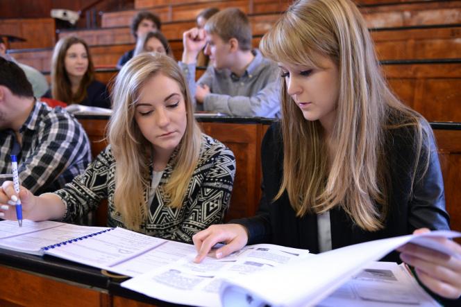 Studenci w Audytorium Chemicznym