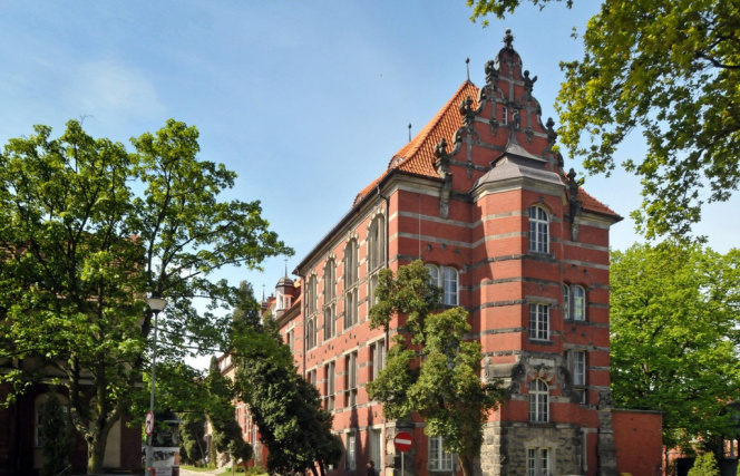 Widok na współczesny budynek EiA