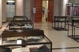 Na zdjęciu ekspozycja w holu w Gmachu Głównym PG