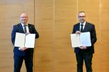 Na zdj. od lewej: prof. Krzysztof Wilde, rektor PG i prof. Piotr Stepnowski, rektor UG