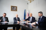 Gdańsk University of Technology was represented by Prof. PhD, DSc, Eng. Janusz Nieznański (second from the left), vice-rector for internationalization and innovation, the Medical University of Gdańsk - by Prof. PhD, DSc Michał Markuszewski, Vice-Rector for Science, and Gemini Polska – by Artur Łakomiec, President of the Management Board and Artur Sznek, Member of the Management Board. Photo Maciej Moskwa