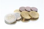 Zdjęcie przedstawia stos monet