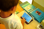 Dziecko korzystające z aplikacji