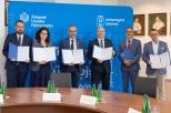 Na zdjęciu sygnatariusze porozumienia