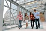 Studenci na moście