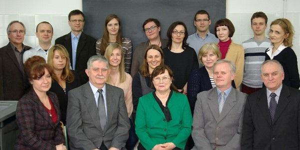 Grupowe zdjęcie pracowników Katedry Technologii Wody i Ścieków